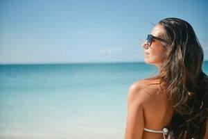 Consejos para prevenir las manchas en la piel en verano