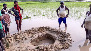 Imatge de l'enorme forat que va deixar el meteorit