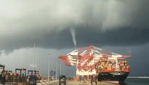 Imatge del tornado al Port de Barcelona