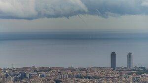 Imatge de la tromba marina avui a Barcelona