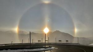 Halo solar complet de fenòmens òptics vist des del Port d'Envalira