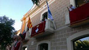 Una imatge del pregó de Festa Major de l'any passat des del balcó de l'Ajuntament.