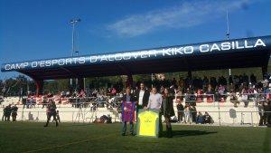 EL rètol amb el nou nom del camp d'esports d'Alcover.