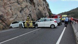 En l'accident hi ha hagut tres cotxes implicats