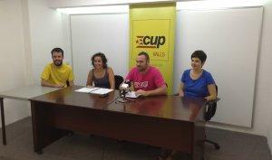 Jordi Robert, Ester Huguet, Francesc Martinell i Paloma Vicente presentant els canvis organitzatius a la CUP de Valls.