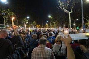 L'ANC de Valls es va desplaçar aquest dimarts a la concentració contra l'empresonament de Cuixart i Sànchez.