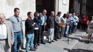 Regidors de l'Ajuntament de Valls durant la concentració per rebutjar la violència policial durant el referèndum de l'1-O.