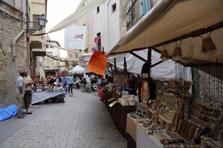 Els carrers i places de la vila es van omplir per gaudir també de la mostra d'oficis, arts tradicionals, productes artesanals amb un centenar de parades.
