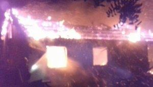 Incendi d'una casa aïllada a Valls