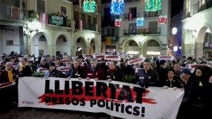 Unes tres-centes persones es concentren a Valls per demanar la llibertat de Junqueras, Forn i els Jordis .