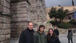 Els alumnes Gerard Bartra i Martina De Haro van ser acompanyats per Jordi Tuset, professor catedràtic de Ciències de la Terra i Medi Ambient de l'Institut Jaume Huguet.