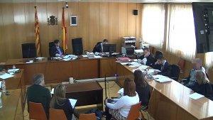 Captura de pantalla de psicòlegs i forenses presentant proves pericials en el judici per l'assassinat d'una dona a Valls, que es fa a l'Audiència de Tarragona.