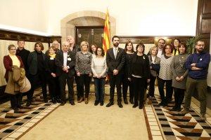 El president del Parlament amb membres de l'Associació Catalana de Drets Civils.