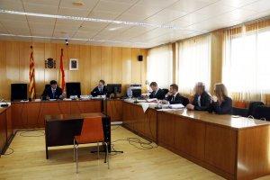 Pla general de la sala de vistes de l'Audiència de Tarragona on ha començat el judici.