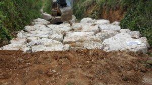 Els treballs han consistir en la millora d'un tram de vint metres a la Riera de Burguet.