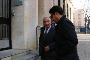 Moment en què Miguel Uroz, exalcalde de Querol i actualment regidor a l'oposició, entra a l'Audiència de Tarragona el passat 6 d'abril.