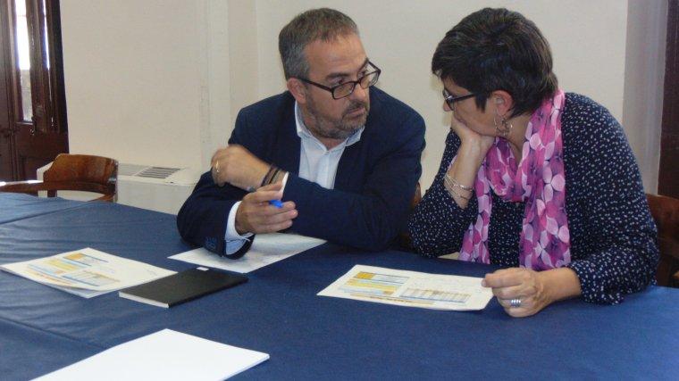 El regidor d'Ensenyament, Martí Barberà i la directora dels Serveis Territorials d'Ensenyament a Tarragona, Imma Reguant.