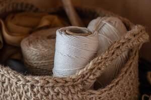 Con estas ideas sencillas y rápidas podrás hacer recipientes de cuerdas para macetas y más.