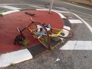 Imatge de l'aspecte de la bicicleta al ser arrollada pel turisme