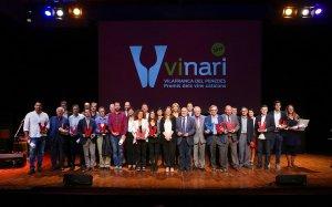 Foto de família dels guanyadors dels Premis Vinari 2016
