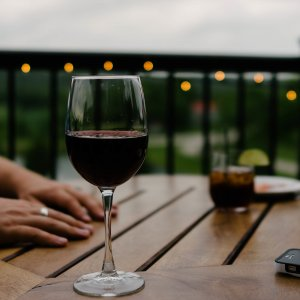Copa de vi i mans