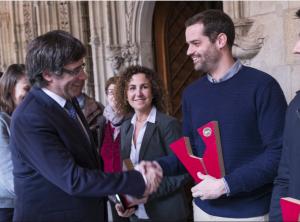 Albert Costa de Vall Llach a la recepció al Palau de la Generalitat amb el President Puigdemont i Carme Casacuberta de Vinyes d'Olivardots
