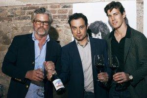 Brad Fisher, Josep Borràs i Oriol Elcacho amb la nova anyada de Traca i Mocador