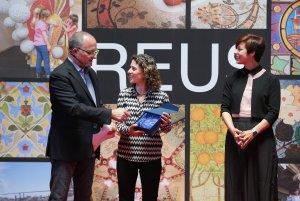 L'enòloga de De Muller, Gemma Martínez recollint el Premi Vinari dels Vermuts 2017