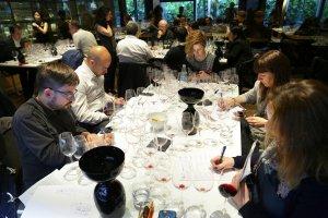 Una de les jornades de tast dels Premis Vinari 2016 a Monvínic