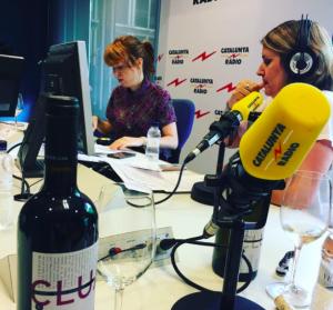Rosa Domènech del celler Clua a l'estudi de Catalunya Ràdio
