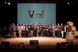 Foto de grup de tots els guardonats als Premis Vinari 2017