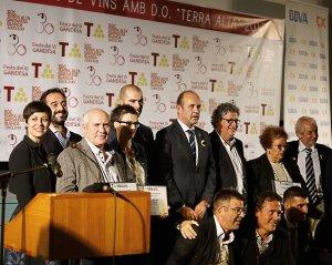 Foto dels guardonats i lliuradors dels Concurs de Vins amb DO Terra Alta 2017