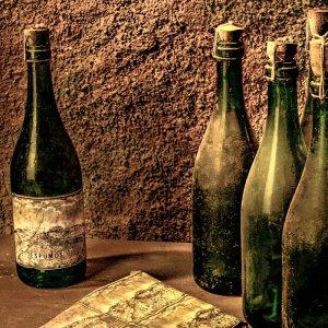 Ampolles de vi antigues
