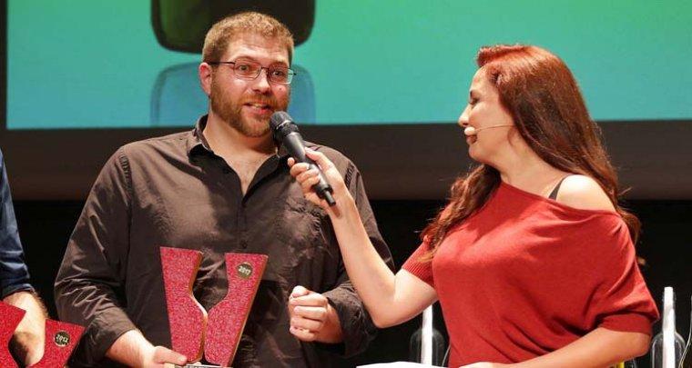 Bernat Andreu mentre recull el Premi Vinari al Millor Vi Escumós Rosat del 2017