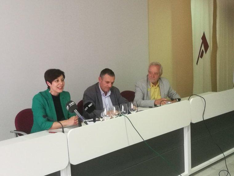 Eva Vicens, directora dels Premis Vinari, Pere Regull, alcalde de Vilafranca del Penedès i Salvador Puig, director de l'INCAVI