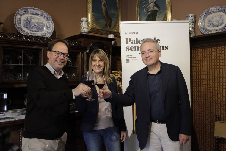 Jordi Falgàs, director de la Casa Masó, Glòria Plana, regidora de Promoció Econòmica de l'Ajuntament de Girona i Xavier Albertí president de la DO Empordà