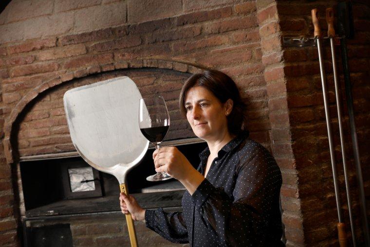 Raquel Pérez reconeix que el lambrusco és un dels vins més venuts a la seva pizzeria
