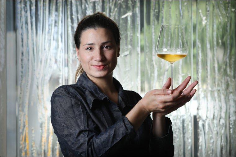 La sommelier i cap de sala del restaurant Enigma de Barcelona, Cristina Losada