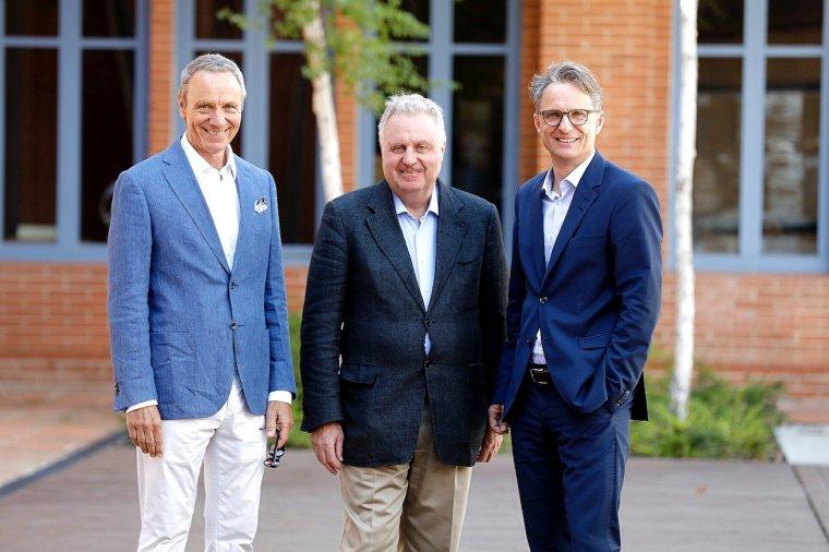 Bernd Halbach, director de ventas de la compañía, Pedro Ferrer, consejero delegado y Thomas Scholl, director financier