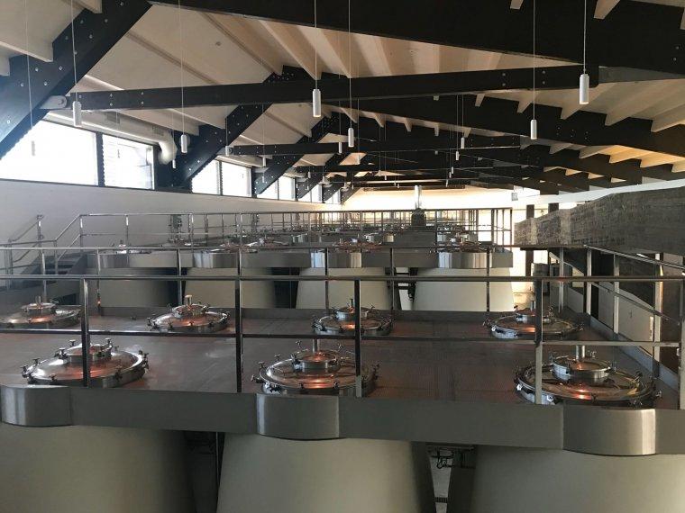 La sala de dipòsits del nou celler de Torres a Costers del Segre