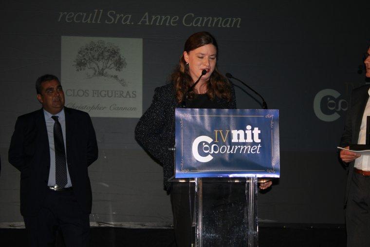 Anne Cannan de Clos Figueras en el moment de rebre el premi