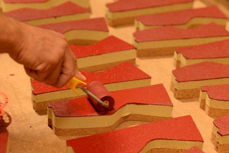 Els guardons dels Premis es pinten amb un color bordeus