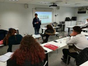 La formació en vi i cava s'ha fet a diversos centres de Catalunya i ha arribat fins a 250 alumnes