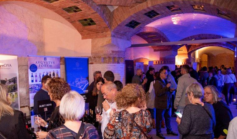 Bona acollida dels vins negres de la DO Penedès a l'Espectacle que es va fer al Recinte Modernista de Sant Pau a Barcelona