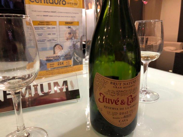 El cava de celebració de Vox a la seu electoral de Sevilla a l'Hotel Ayre