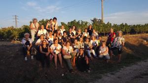 El grup de dones, en una visita al celler Xavier Clua.