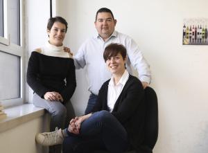 Ester Bachs, Ramon Roset i Eva Vicens són els responsables dels Premis Vinari
