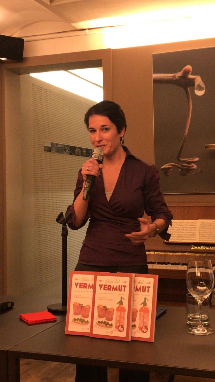 Ester Bachs en un moment de la presentació de l Guia del Vermut al Tros de Vall Llach a Barcelona