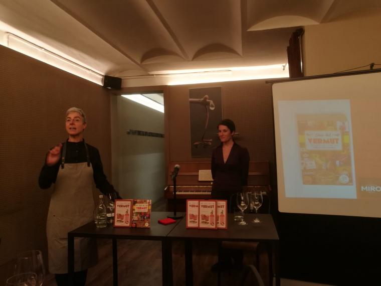 Un moment de la presentació de la Guia del Vermut d'Ester Bachs