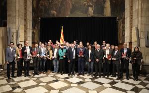 El president Quim Torra amb els guanyadors d'un Vinari d'Or de l'edició 2018